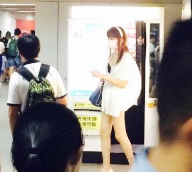 上海地铁露臀少女事件视频是怎么回事?露臀少女个人资料照片