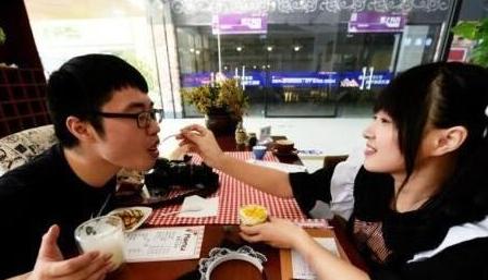 杭州女仆咖啡馆地址 美女着女仆装亲自喂饭