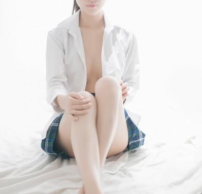 【图】淫男乱女 表嫂在我的诱惑下蜜汁渗透内裤